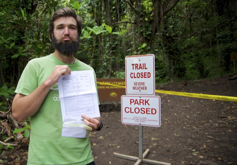 24 Spine-Tingling Pictures from Hawaii's Most Dangerous Hiking Trail-010