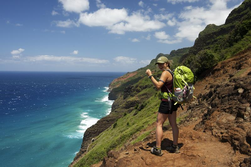 24 Spine-Tingling Pictures from Hawaii's Most Dangerous Hiking Trail-015