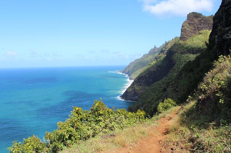 24 Spine-Tingling Pictures from Hawaii's Most Dangerous Hiking Trail-021