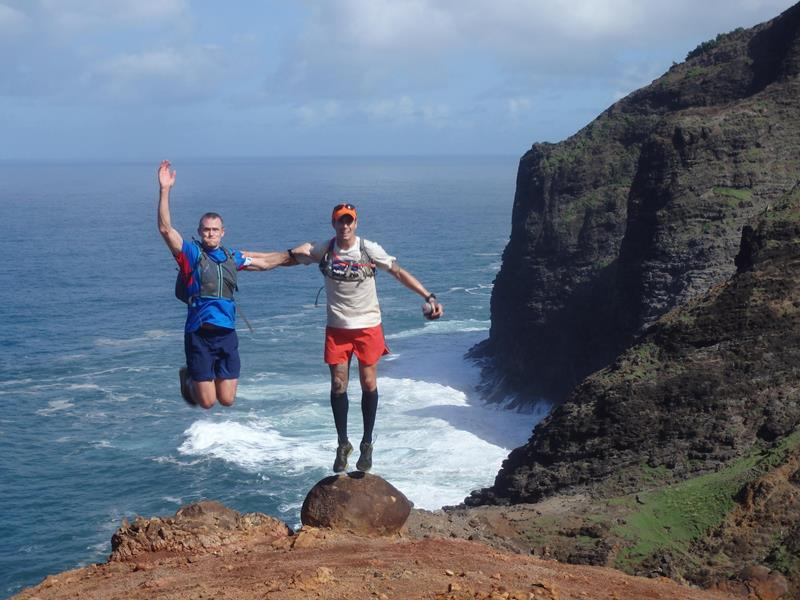 24 Spine-Tingling Pictures from Hawaii's Most Dangerous Hiking Trail-024