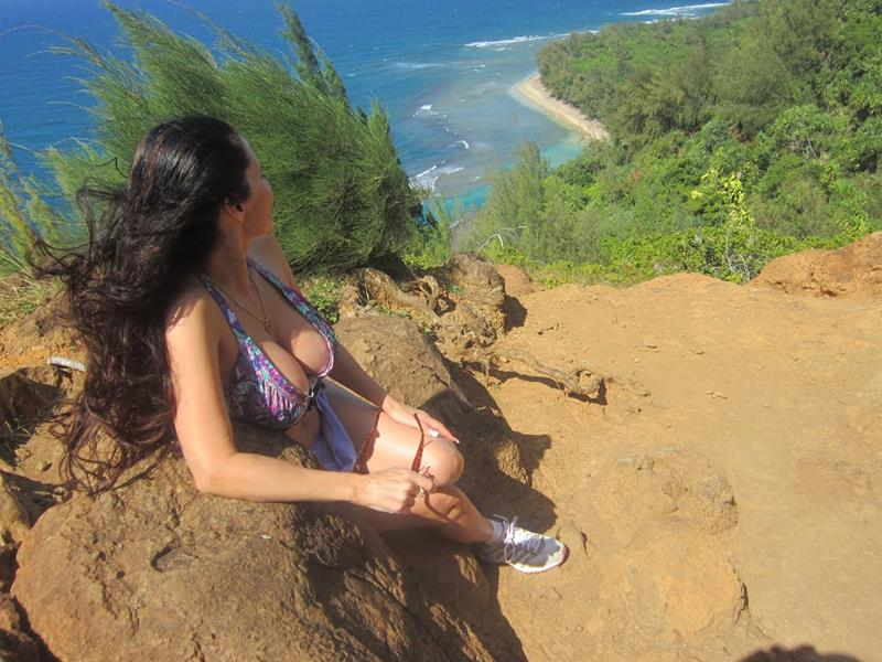 24 Spine-Tingling Pictures from Hawaii's Most Dangerous Hiking Trail-TITLE