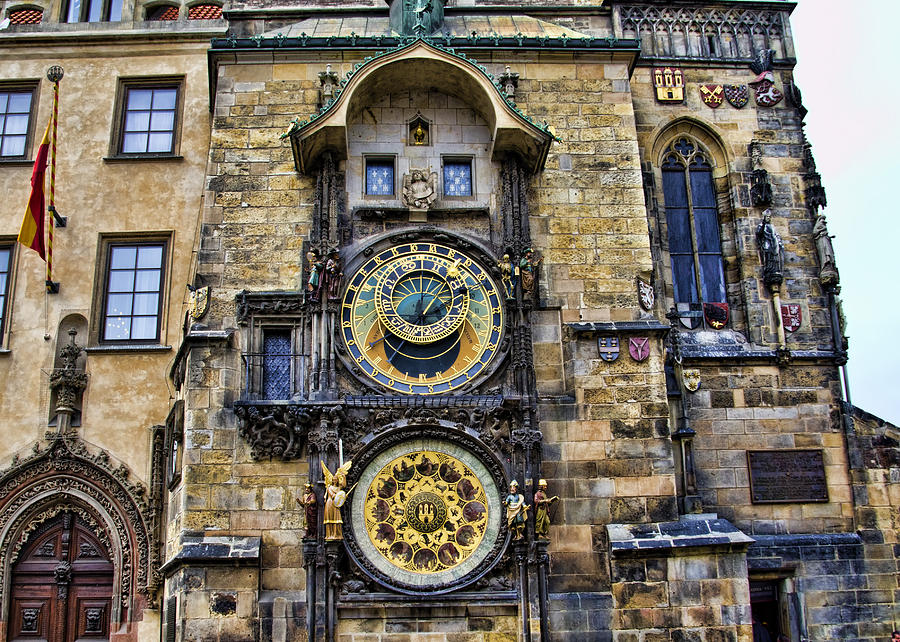 30 Most Disappointing Travel Destinations on Earth-025_prague-astronomical-clock-jon-berghoff