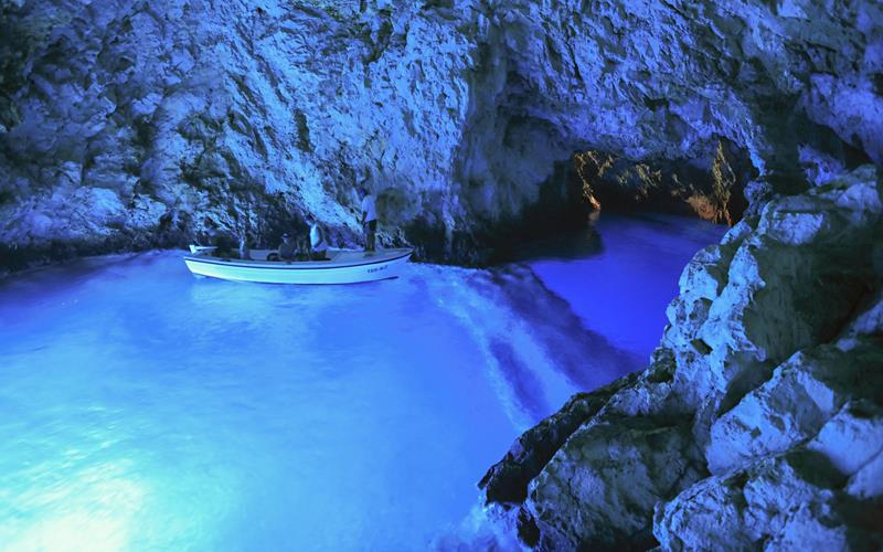 52 Breathtaking Caves From Around the World-52
