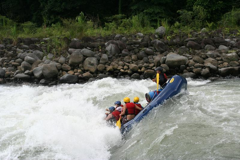 25 Images From The Best White Water Rafting Destinations In The US_title