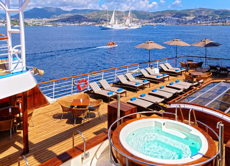 39 Amazing Pictures Proving You Should Consider Smaller Cruise Lines-17