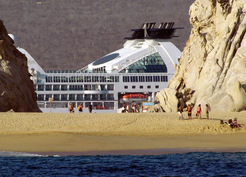 39 Amazing Pictures Proving You Should Consider Smaller Cruise Lines-20