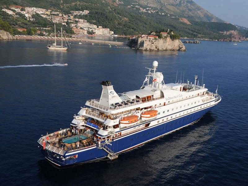 39 Amazing Pictures Proving You Should Consider Smaller Cruise Lines-36