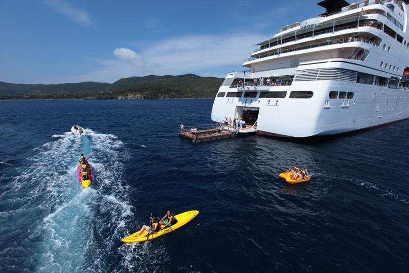 39 Amazing Pictures Proving You Should Consider Smaller Cruise Lines-37