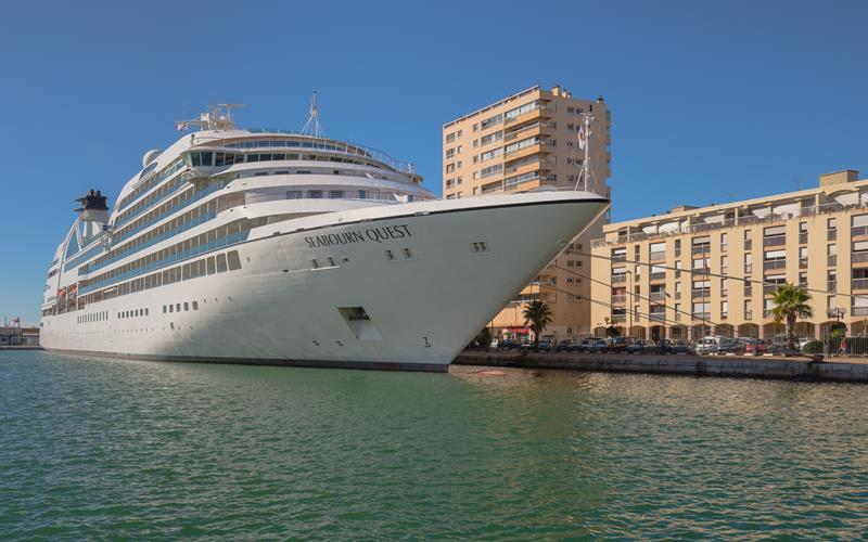 39 Amazing Pictures Proving You Should Consider Smaller Cruise Lines-38