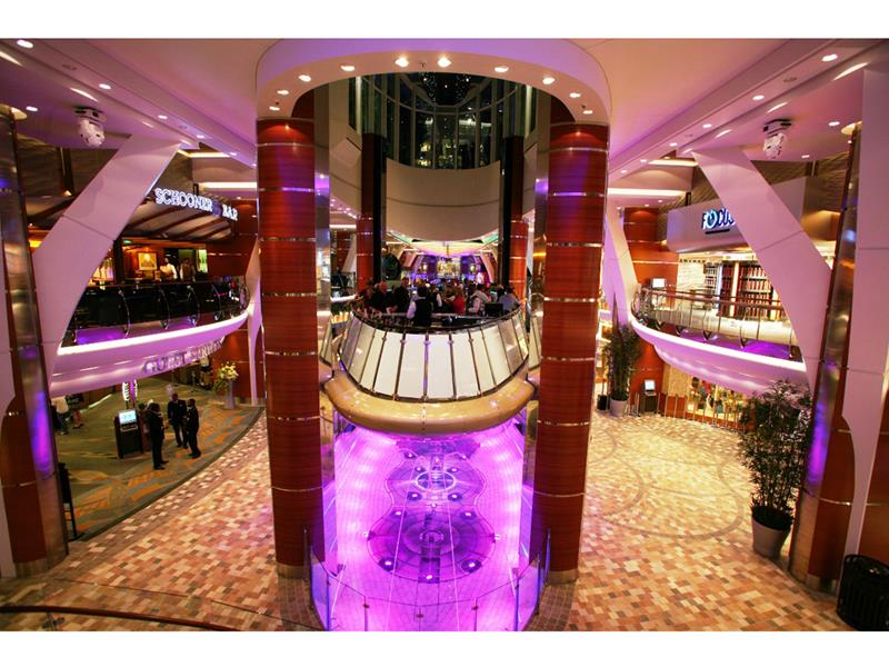 45 Stunning Photos from the Largest Cruise Ship Ever-27