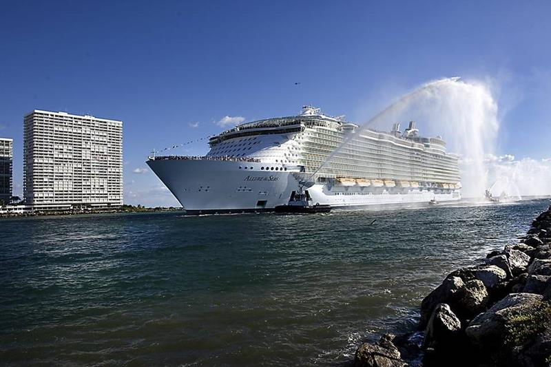 45 Stunning Photos from the Largest Cruise Ship Ever-3