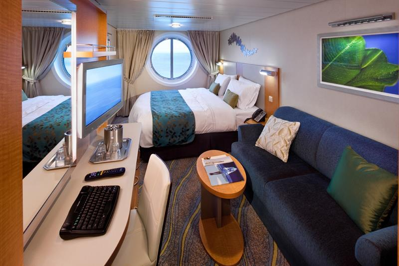 45 Stunning Photos from the Largest Cruise Ship Ever-39