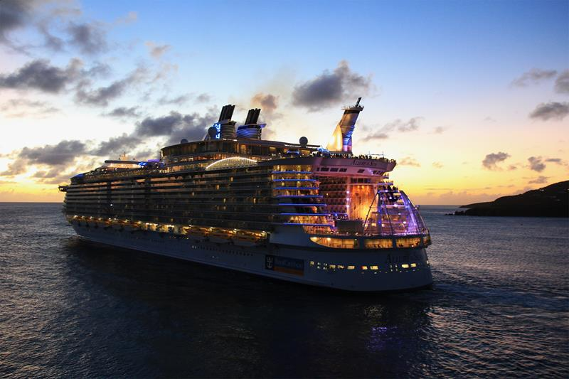 45 Stunning Photos from the Largest Cruise Ship Ever-6