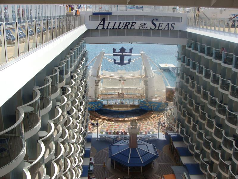 45 Stunning Photos from the Largest Cruise Ship Ever-7