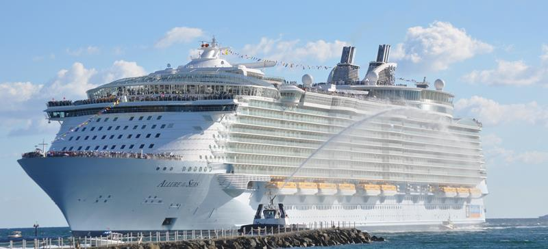 45 Stunning Photos from the Largest Cruise Ship Ever-title