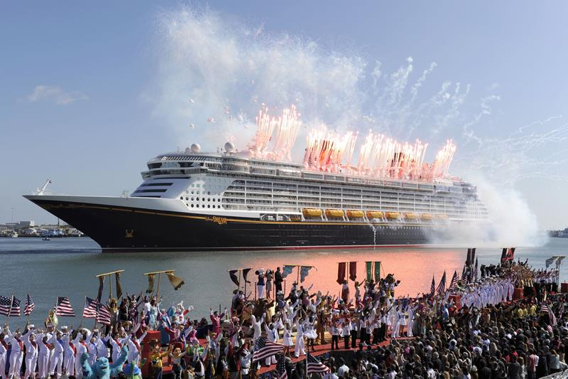 7 Stunning New Cruise Ships to Watch for in 2015-title