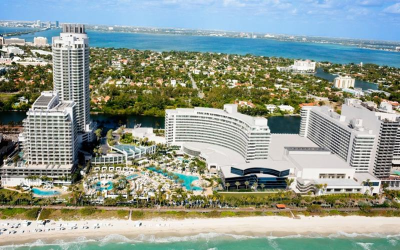 21 Photos From the Stunning Fontainebleau Hotel in Miami Beach-1