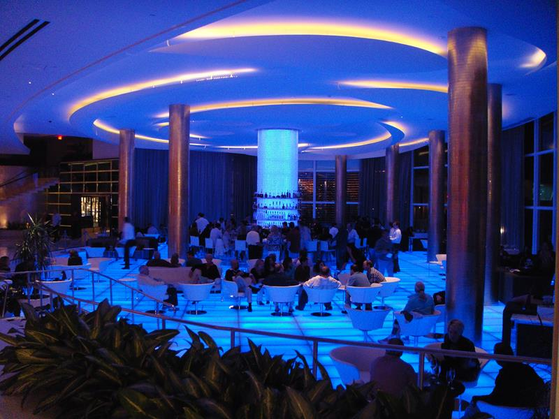21 Photos From the Stunning Fontainebleau Hotel in Miami Beach-13