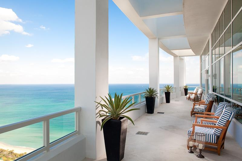 21 Photos From the Stunning Fontainebleau Hotel in Miami Beach-16