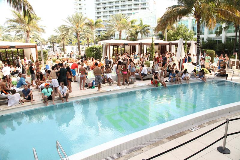 21 Photos From the Stunning Fontainebleau Hotel in Miami Beach-4