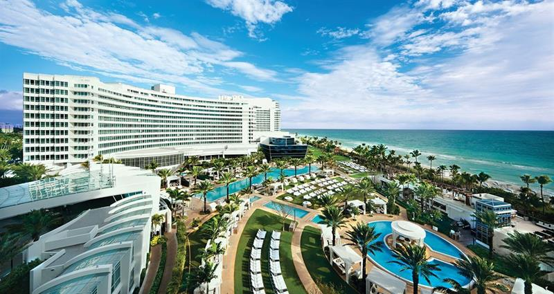 21 Photos From the Stunning Fontainebleau Hotel in Miami Beach-title