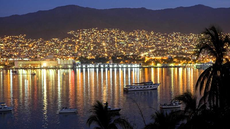 20 Reasons To Vacation in Acapulco-title