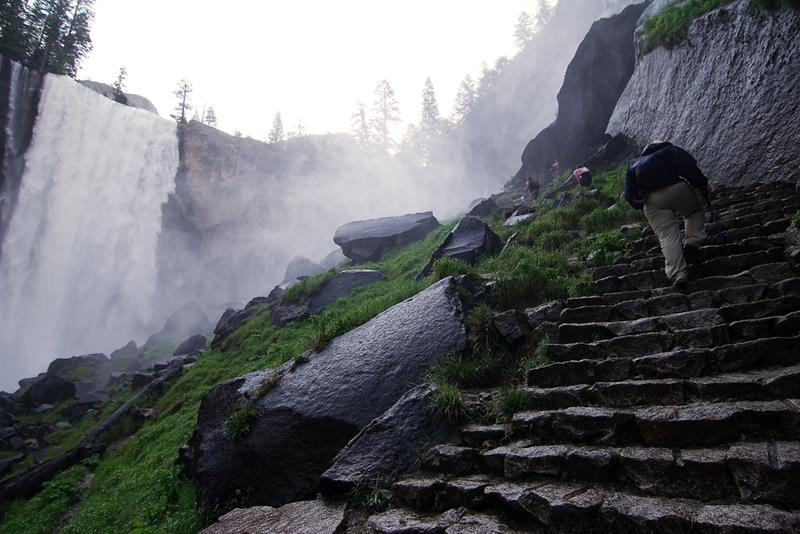 16 Jaw Dropping Pictures of the Mist Trail in Yosemite-11