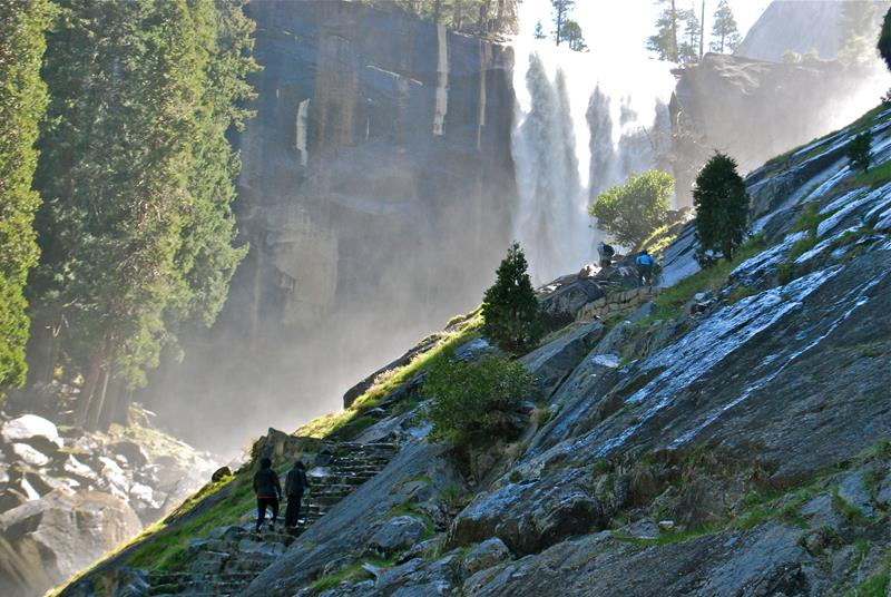 16 Jaw Dropping Pictures of the Mist Trail in Yosemite-8