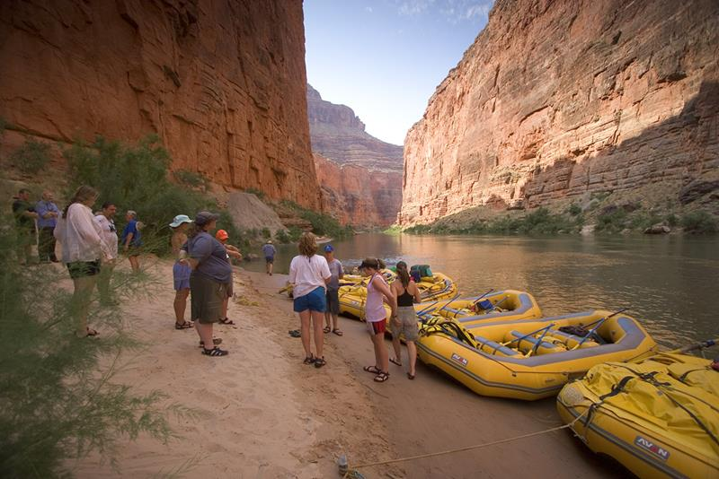 16 Photos That Prove White Water Rafting in the Grand Canyon is Awesome-title