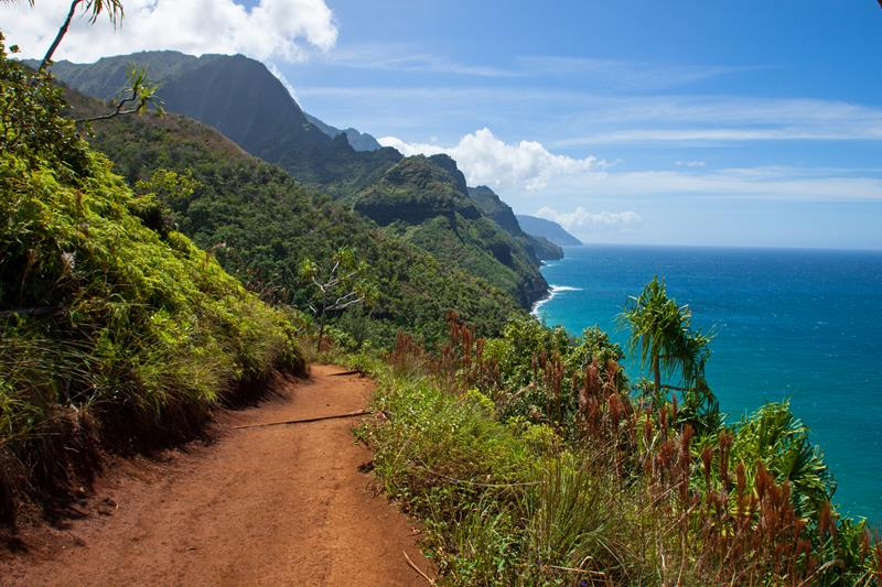 18 Breathtaking Pictures of the Kalalau Trail in Hawaii-title
