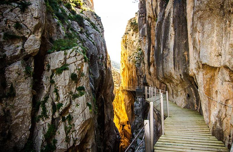 The 10 Scariest Hiking Trails In The Entire World-10a