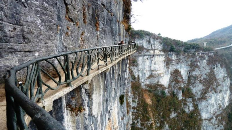 The 10 Scariest Hiking Trails In The Entire World-3a