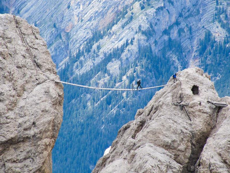 The 10 Scariest Hiking Trails In The Entire World-5a