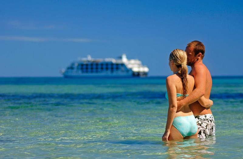 The 10 Best Cruise Ships For Honeymooners-title