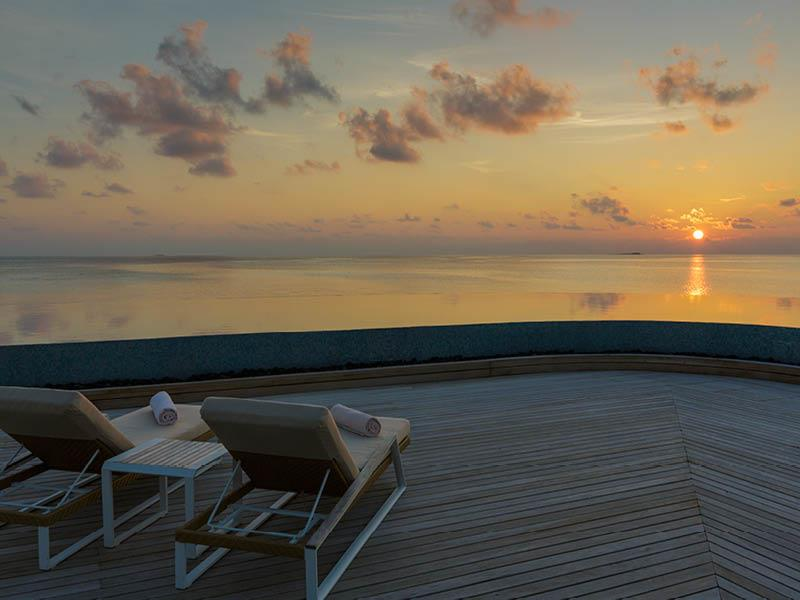 20 Pictures of the Best Overwater Bungalows Resort in the Maldives-12