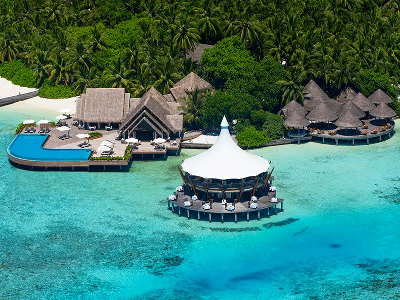 20 Pictures of the Best Overwater Bungalows Resort in the Maldives-13