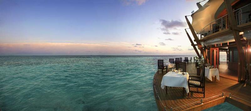 20 Pictures of the Best Overwater Bungalows Resort in the Maldives-14