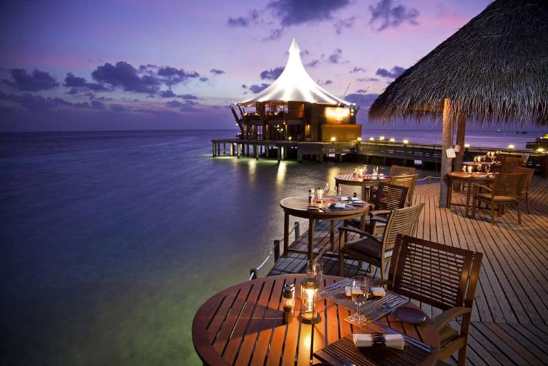 20 Pictures of the Best Overwater Bungalows Resort in the Maldives-16