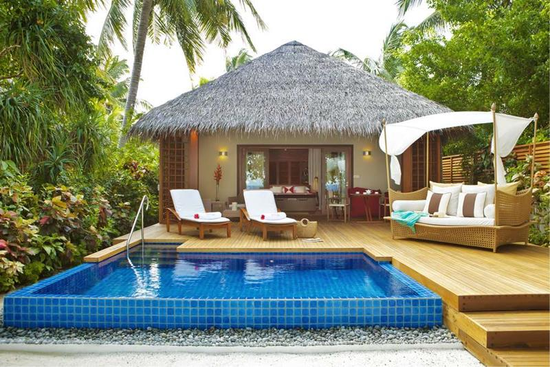 20 Pictures of the Best Overwater Bungalows Resort in the Maldives-19