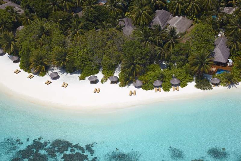 20 Pictures of the Best Overwater Bungalows Resort in the Maldives-4
