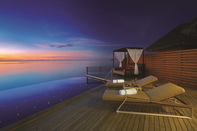 20 Pictures of the Best Overwater Bungalows Resort in the Maldives-7