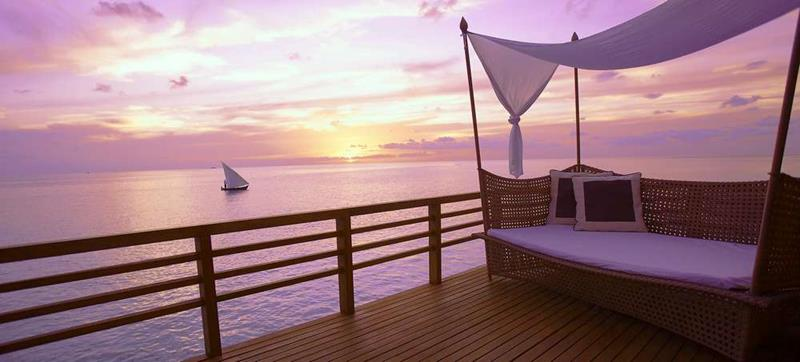 20 Pictures of the Best Overwater Bungalows Resort in the Maldives-8