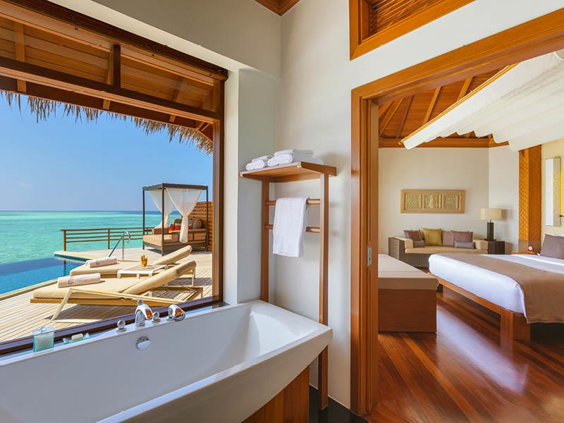20 Pictures of the Best Overwater Bungalows Resort in the Maldives-9