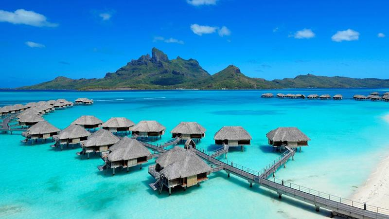 22 Pictures of the Best Overwater Bungalows Resort in Bora Bora-title