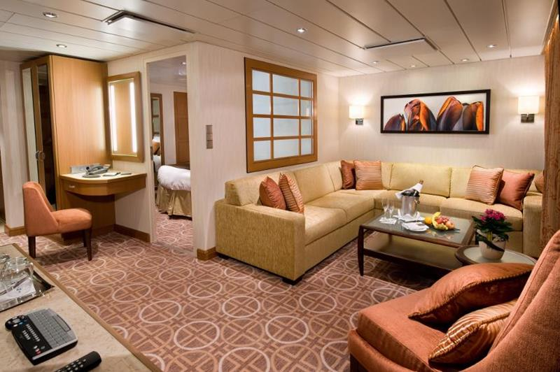 22 Pictures of the Amazing Celebrity Equinox-21