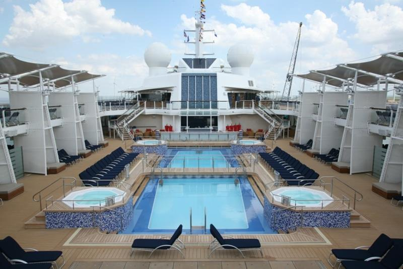 22 Pictures of the Amazing Celebrity Equinox-4