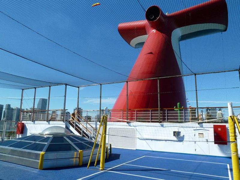 24 Pictures of the Amazing Carnival Valor-6
