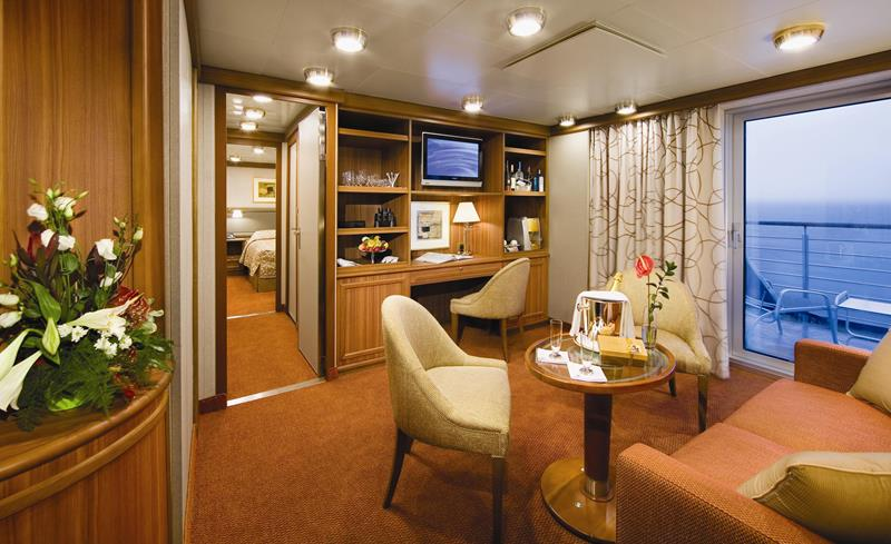 The 10 Best Cruise Ship Suites-8