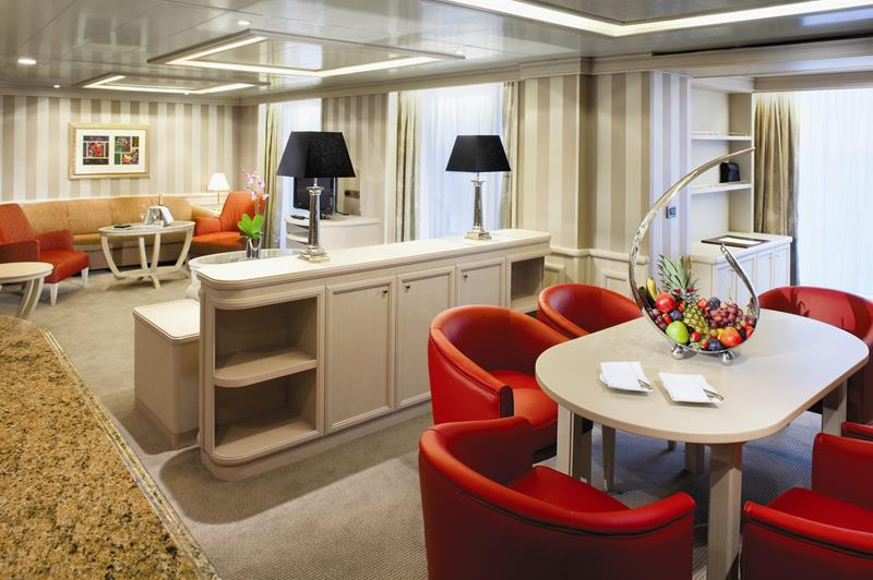 The 10 Best Cruise Ship Suites-8b