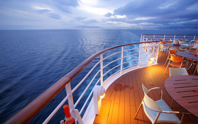 The 10 Best Luxury Cruise Ships-title
